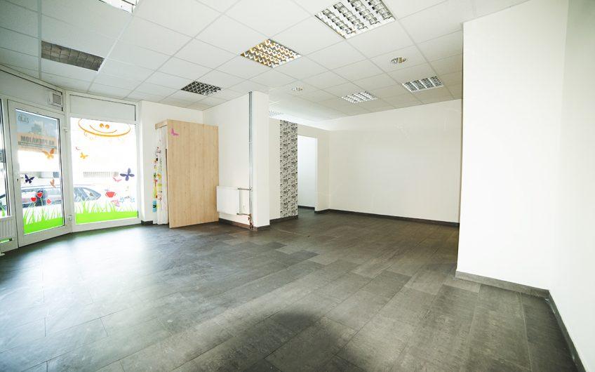Obchodný priestor 38,5m2  s výkladom  v Trenčíne.
