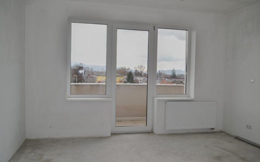 REZERVOVANÉ 3 izbový podkrovný byt  s veľkorysou  rozlohou  107,1m2, len 10 minút chôdze od centra mesta Trenčín