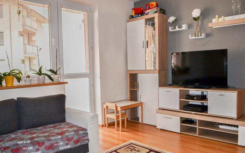 Sihoť V. – Trojizbový byt s balkónom.