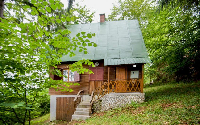 Murovaná chata na Kysuciach, chata vkrásnom prostredí.