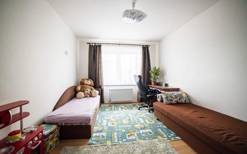 Zámostie – Priestranný trojizbový byt s balkónom a lodžiou v Trenčíne.