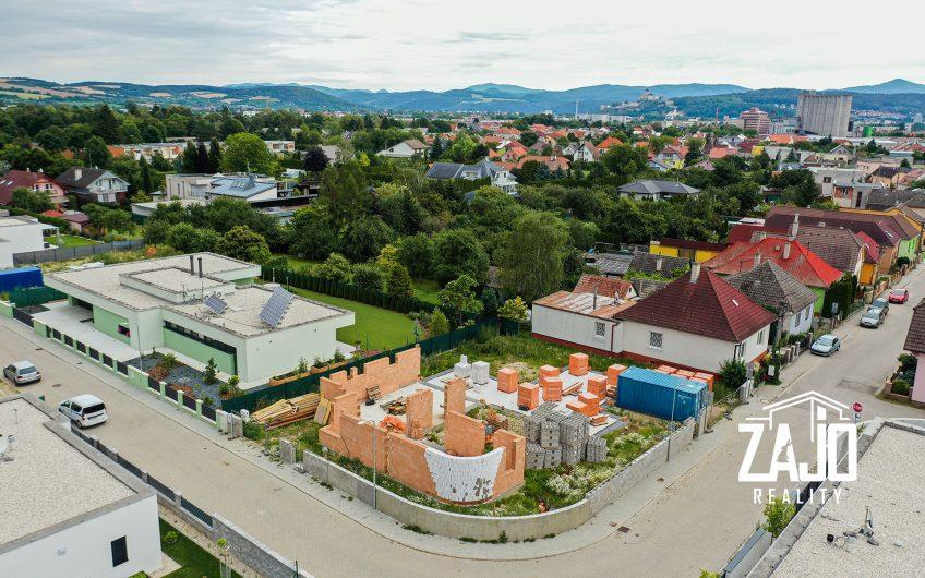Na predaj novostavba – nízkoenergetický 4 izbový rodinný dom v Trenčíne  časť Záblatie za 198.000,- eur na  pozemku 369m2