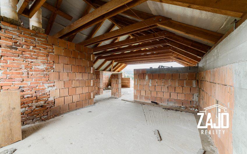 Na predaj rozostavaný rodinný dom v Ivanovciach, časť Melčická dolina